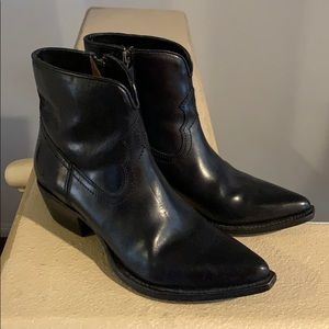 Frye ankle boots 8.5 hardly worn